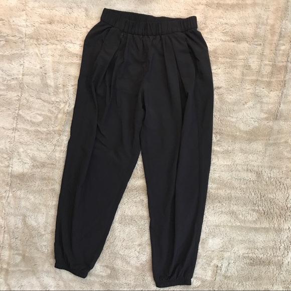 b12e0911c6 lululemon athletica Pants - Lululemon women's loose fit workout pants black